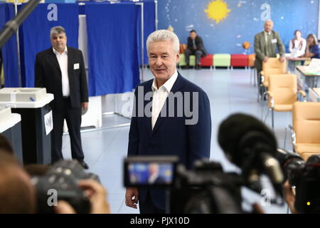 Moscow, Moscow, Moscow, Russia. 09th Sep, 2018. MOSCOW, RUSSIA - SEPTEMBER 9, 2018: Moscow Mayor Sergei Sobyanin (C) at a polling station on Single Voting Day. Russia elects the heads of 26 regions, members of the legislative assemblies of 17 regions and 7 State Duma members. Valery Sharifulin/TASS Credit: ITAR-TASS News Agency/Alamy Live News - Stock Photo