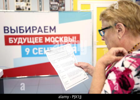 Moscow, Russia. 09th Sep, 2018. MOSCOW, RUSSIA - SEPTEMBER 9, 2018: A woman at a polling station on Single Voting Day. Russia elects the heads of 26 regions, members of the legislative assemblies of 17 regions and 7 State Duma members. Valery Sharifulin/TASS Credit: ITAR-TASS News Agency/Alamy Live News - Stock Photo