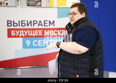 Moscow, Russia. 09th Sep, 2018. MOSCOW, RUSSIA - SEPTEMBER 9, 2018: Entrepreneur Igor Chaika at a polling station on Single Voting Day. Russia elects the heads of 26 regions, members of the legislative assemblies of 17 regions and 7 State Duma members. Valery Sharifulin/TASS Credit: ITAR-TASS News Agency/Alamy Live News - Stock Photo