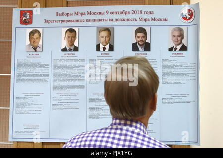 Moscow, Russia. 09th Sep, 2018. MOSCOW, RUSSIA - SEPTEMBER 9, 2018: A local resident during the 2018 Moscow Mayoral election at a polling station. Stanislav Krasilnikov/TASS Credit: ITAR-TASS News Agency/Alamy Live News - Stock Photo