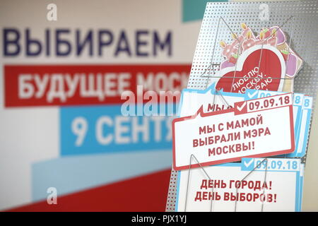 Moscow, Russia. 09th Sep, 2018. MOSCOW, RUSSIA - SEPTEMBER 9, 2018: The 2018 Moscow Mayoral election at a polling station. Stanislav Krasilnikov/TASS Credit: ITAR-TASS News Agency/Alamy Live News - Stock Photo