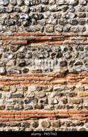 Detail of the split flint/levelling tiles of the south wall of Burgh Roman Fort also known as Gariannonum, Garannum, Caister-on-Sea, Norfolk, England, - Stock Photo