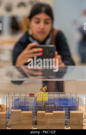 London, UK. 12th Sep, 2018. Studying a model for the Pompidou Centre - Renzo Piano: The Art of Making Buildings in the Gabrielle Jungels-Winkler Galleries of the Royal Academy of Arts. Piano is an architect and Honorary Royal Academicianand this is the first comprehensive survey of hiss career to be held in London since 1989 - forming part of the 250th anniversary of the Royal Academy. Credit: Guy Bell/Alamy Live News - Stock Photo