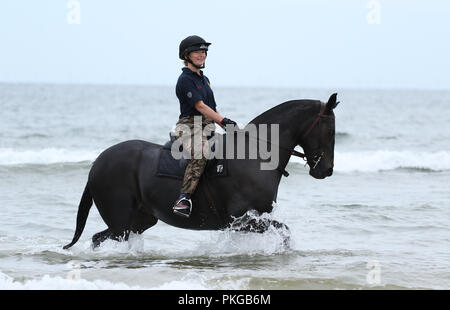 Holkham, Norfolk, UK. 12th Sep 2018. A soldier and her horse from The Kings Troop Royal Horse Artillery enjoying their training on the beach at Holkham, Norfolk, on September 12, 2018. Credit: Paul Marriott/Alamy Live News - Stock Photo