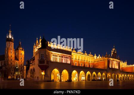 Alte Markthallen, die Tuchhallen auf dem Marktplatz in Krakau - Stock Photo