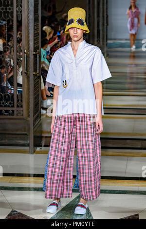 London, UK. 16th Sep, 2018. Simon Mo&#39arade at at London Fashion Week September 2018 held at Freemasons Hall, Covent Garden, London, England. Credit: Richard Callis/FotoArena/Alamy Live News - Stock Photo