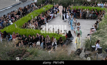London, UK. 16th Sep, 2018. Models walk the runway at the Roland Mouret Show during the London Fashion Week in London, UK, on Sept. 16, 2018. Credit: Han Yan/Xinhua/Alamy Live News - Stock Photo