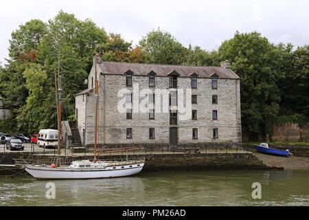 Warehouse on the River Teifi opposite Prince Charles Quay, Cardigan, Cardigan Bay, Ceredigion, Wales, Great Britain, United Kingdom, UK, Europe - Stock Photo