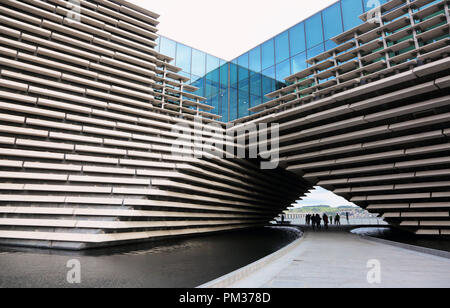 V&A Dundee,visitors look on to The River Tay Dundee - Stock Photo