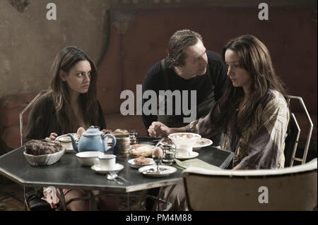 """(L-r) MILA KUNIS as Solara, GARY OLDMAN as Carnegie and JENNIFER BEALS as Claudia in Alcon Entertainment's action adventure film """"The Book of Eli,"""" a Warner Bros. Pictures release. - Stock Photo"""