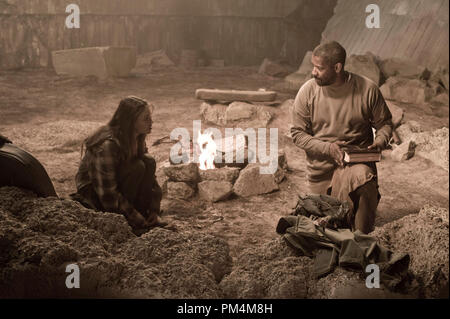 """MILA KUNIS as Solara and DENZEL WASHINGTON as Eli in Alcon Entertainment's action adventure film """"The Book of Eli,"""" a Warner Bros. Pictures release. - Stock Photo"""