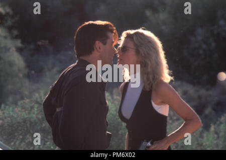 Film Still from 'The Getaway' Alec Baldwin & Kim Basinger © 1994 Universal Pictures Photo Credit: Merie W. Wallace   File Reference # 31129083THA  For Editorial Use Only - All Rights Reserved - Stock Photo