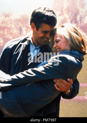 Film Still from 'One Fine Day' George Clooney, Michelle Pfeiffer Photo Credit: Myles Aronowitz © 1996 20th Century Fox  File Reference # 31042308THA  For Editorial Use Only - All Rights Reserved - Stock Photo