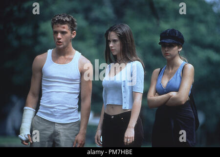 Film Still from 'I Know What You Did Last Summer' Ryan Phillippe, Jennifer Love Hewitt, Sarah Michelle Gellar © 1997 Mandalay Photo Credit: Robert Zuckerman  File Reference # 31013296THA  For Editorial Use Only - All Rights Reserved - Stock Photo