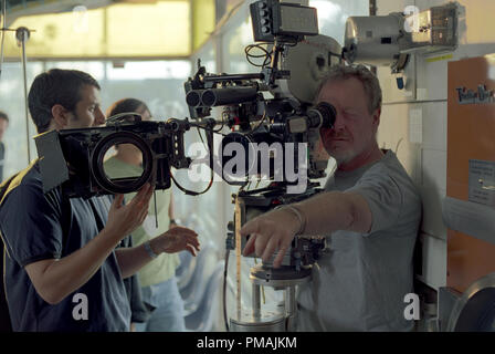 Director/producer RIDLEY SCOTT on the set of Warner Bros. Pictures' comedy 'Matchstick Men.'  The film stars Nicolas Cage, Sam Rockwell and Alison Lohman. (2004) - Stock Photo