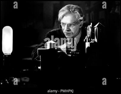 Prod DB © Universal Pictures / DR ALERTE LA NUIT (NIGHT KEY) de Lloyd Corrigan 1937 USA avec Boris Karloff scientifique, savant, experience code universal 785 - Stock Photo