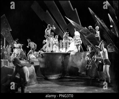 Prod DB © Universal Pictures / DR HELLZAPOPPIN (HELLZAPOPPIN') de H.C Pottter 1941 USA spectacle, scene, enfer,  d'apres la piece de Nat Perrin Universal code 11 55 - Stock Photo