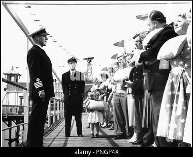 Prod DB © Ealing Studios / DR IL ETAIT UN PETIT NAVIRE (BARNACLE BILL) de Charles Frend 1957 GB avec Alec Guinness capitaine de bateau, pont d'un navire - Stock Photo