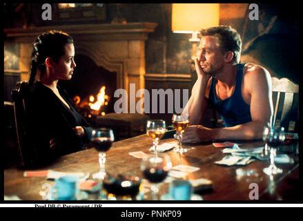 Prod DB © Paramount / DR LARA CROFT: TOMB RAIDER (TOMB RAIDER) de Simon West 2001 USA avec Angelina Jolie et Daniel Craig portrait d'après le jeu video 'tomb raider' - Stock Photo