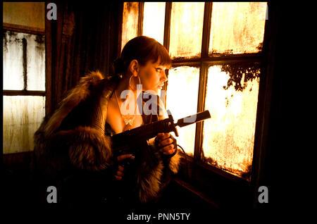 Prod DB © Firm - Abandon - Collision - Dune / DR MAX PAYNE de John Moore 2008 USA avec Mila Kunis science fiction, pistolet mitrailleur, portrait, profil adaptation du jeu vidéo du même nom - Stock Photo