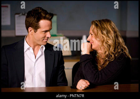 Prod DB © Touchstone Pictures - Mandeville Films - Kurtzman/Orci / DR LA PROPOSITION (THE PROPOSAL) de Anne Fletcher 2009 USA avec Ryan Reynolds et Anne Fletcher sur le tournage - Stock Photo