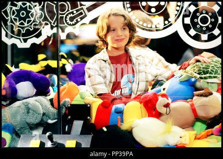 Prod DB © New Line Cinema - Hannah Rachel Production Services Ltd. / DR MARTIAN CHILD de Menno Meyjes 2007 USA avec Bobby Coleman enfant, portrait, peluche Tire du roman de David Gerrold - Stock Photo