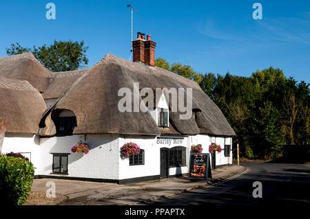 The Barley Mow pub, Clifton Hampden, Oxfordshire, England, UK - Stock Photo