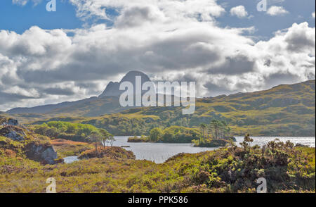 SUILVEN SUTHERLAND SCOTLAND LOOKING OVER LOCH DRUIM SUARDALAIN TOWARDS THE DOME OF CAISTEAL LIATH - Stock Photo