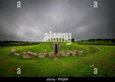 Bryn Celli Ddu Neolithic Burial Chamber near Llandaniel, Anglesey, Wales, UK - Stock Photo