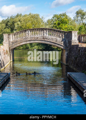 Old Historic Footbridge, Iffley Lock, River Thames, Oxford, Oxfordshire, England, UK, GB. - Stock Photo