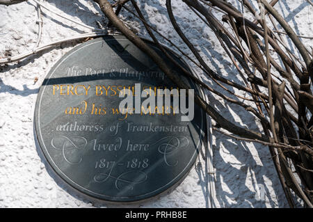 A wall mounted plaque stating that the the author of Frankenstein, Mary Shelley and her husband, Percy Bysshe Shelley lived in this cottage between 18 - Stock Photo