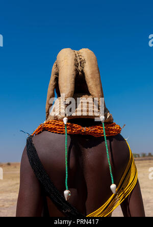 Rear view of a Mumuhuila tribe woman with the traditional hairtsyle, Huila Province, Chibia, Angola - Stock Photo