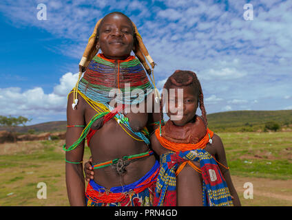 Mumuhuila tribe mother with her teenage daughter, Huila Province, Chibia, Angola - Stock Photo