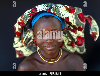 Portrait of a Mucubal tribe women wearing colorful headwears, Namibe Province, Virei, Angola - Stock Photo