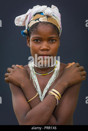 Portrait of a Mucubal tribe young woman, Namibe Province, Virei, Angola - Stock Photo