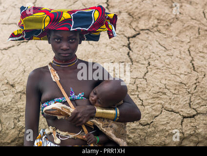 Mucubal tribe young woman with her baby, Namibe Province, Virei, Angola - Stock Photo