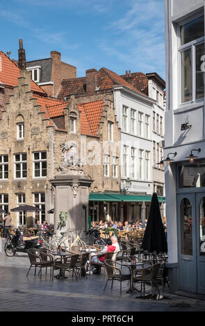 Street scene with traditional buildings and outdoor cafes in the historic city of Bruges (Brugge), Flanders, Belgium - Stock Photo