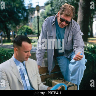 Original film title: FORREST GUMP. English title: FORREST GUMP. Year: 1994. Director: ROBERT ZEMECKIS. Stars: TOM HANKS; ROBERT ZEMECKIS. Credit: PARAMOUNT PICTURES / Album - Stock Photo