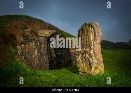 Bryn Celli Ddu Neolithic burial chamber near Llandaniel Fab, Anglesey, Wales, UK - Stock Photo