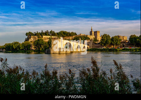 France. Vaucluse (84). Avignon. Pont Saint-Bénézet, commonly called Pont d'Avignon, built from 1177 to 1185 on the Rhone. - Stock Photo