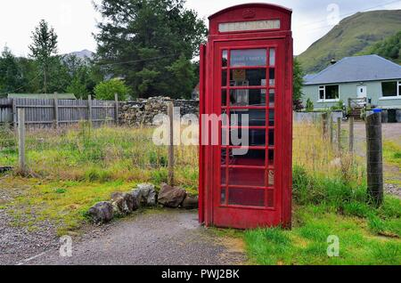 Glencoe, Highlands, Scotland, United Kingdom. An isolated telephone box rests along a secondary road in Glencoe within the Scottish Highlands. - Stock Photo