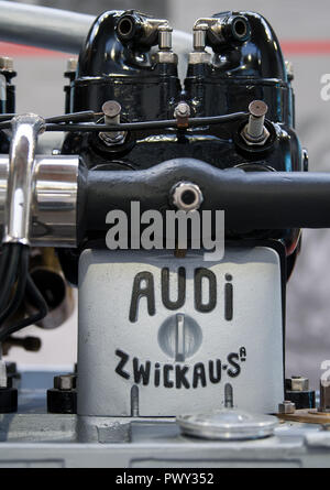 18 October 2018, Saxony, Zwickau: An engine from the legendary 'Alpine winner' Audi Type C with 35 hp can be seen during a preview at the August Horch Museum in Zwickau. The automobile museum has a special exhibition commemorating the 150th birthday of its namesake. The show traces the life of the engineer, born in Winningen on 12 October 1868, from his childhood until his death in 1951. Horch founded his car factory in Zwickau in 1904. The exhibition can be seen from 20 October 2018 to 27 January 2019. Photo: Hendrik Schmidt/dpa-Zentralbild/dpa - Stock Photo