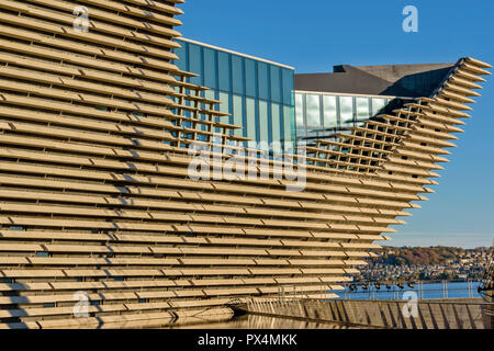 V & A MUSEUM OF DESIGN DUNDEE SCOTLAND THE PROW AND WINDOWS OF THE RESTAURANT - Stock Photo