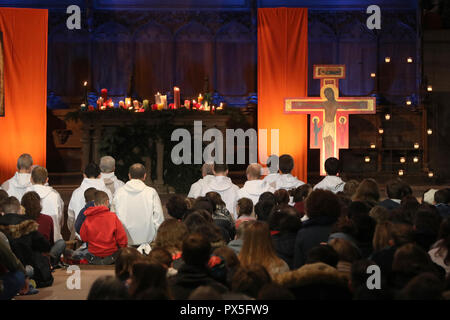 Basel Cathedral Minster. European Youth meeting of Taize in Basel.  Pilgrims at midday prayer with brother Alois the prior of the Taize community.  Sw - Stock Photo