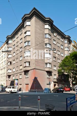 Wien, Gemeindebau des 'Roten Wien' - Vienna, Council Tenement Block, 'Red Vienna', Marktgasse 45 - Stock Photo