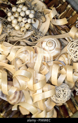 Detail, Wellness, Entspannung, Erholung, Wohlbefinden, still life, Sachaufnahme, Aroma, Dekoration, Hobelspaene, Holz, Holzspaene, wohlriechend, dekor - Stock Photo