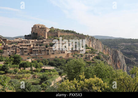 A summer landscapeof Alquezar, a small medieval rural town with a castle, a collegiate and a canyon in the Vero river, in Aragon, Spain. - Stock Photo