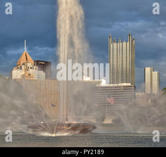 Point State Park Fountain with skyscrapers behind in downtown Pittsburgh, Pennsylvania, USA - Stock Photo