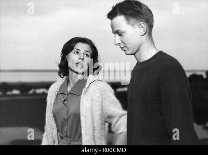 Through a Glass Darkly Sasom I En Spegel Year : 1961 Sweden Director : Ingmar Bergman Harriet Andersson, Lars Passgard - Stock Photo