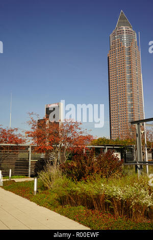 Blick auf den Messeturm vom Skyline Garden, Skyline Plaza, Europaviertel, Frankfurt am Main - Stock Photo